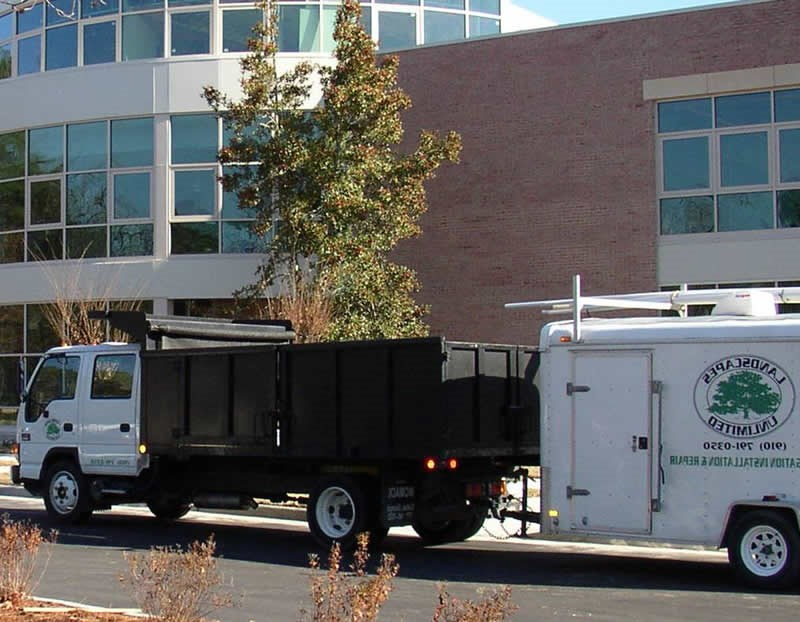 /Images/GOLANDSCAPESUNLIMITED/images/PhotoGallery/Maintenance/RedApple-Truck.jpg