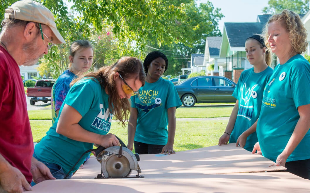 UNCW Students Helping During the Beach Blast Event