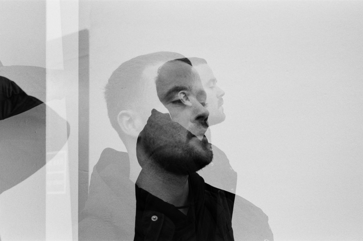 Maverick Sabre Releases Video For Signs