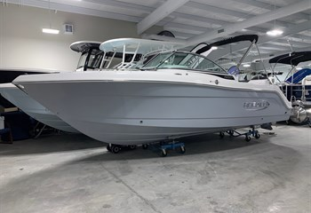 2021 Robalo R227 Alloy Gray Boat
