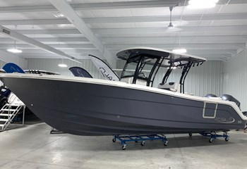 2021 Robalo R302 Shark Gray Boat