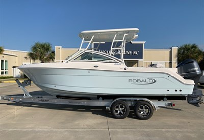 2021 Robalo R247 Ice Blue