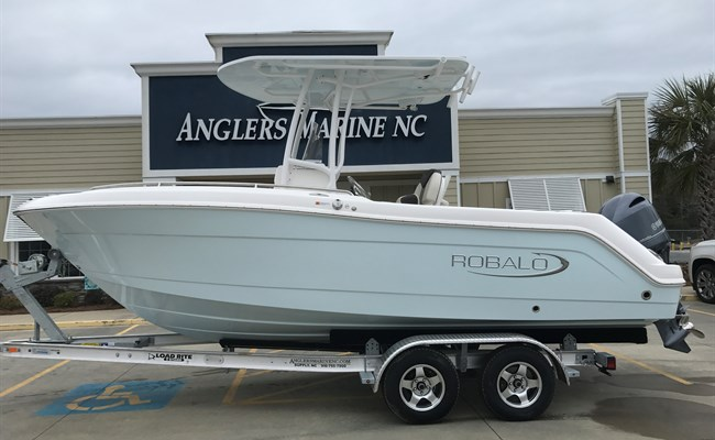 2021 Robalo R222 Explorer Ice Blue