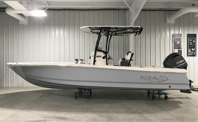 2021 Robalo 246 Cayman Alloy Gray (ON ORDER)