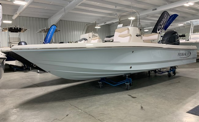 2021 Robalo 206 Cayman Ice Blue