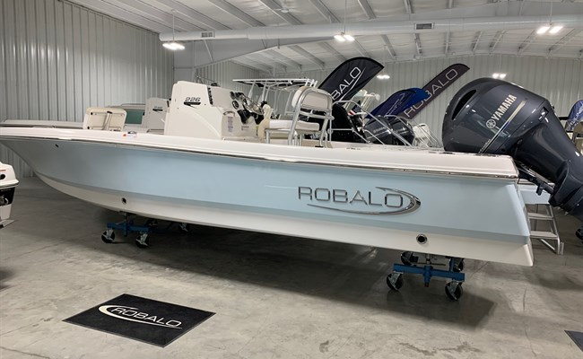 2021 Robalo 226 Cayman Ice Blue (ON ORDER)