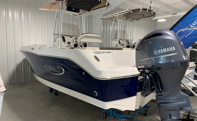 2020 Robalo R202 EX Biscayne Blue/White (ON ORDER)
