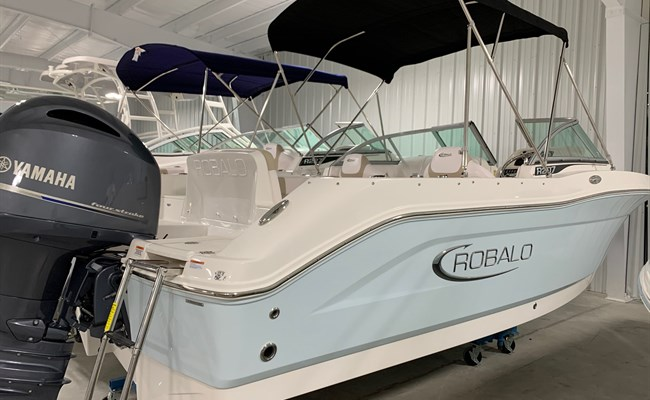 2021 Robalo R207 Ice Blue/White (ON ORDER)