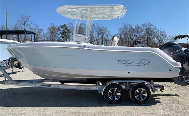 2021 Robalo R222 Explorer Ice Blue/White