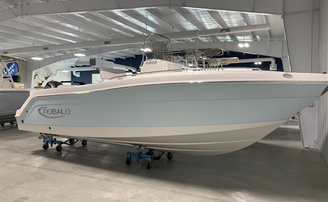 2020 Robalo R222 Ice Blue/White (ON ORDER)