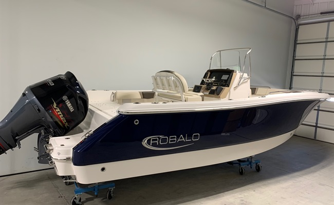 2020 Robalo R230 Biscayne Blue/White (ON ORDER)