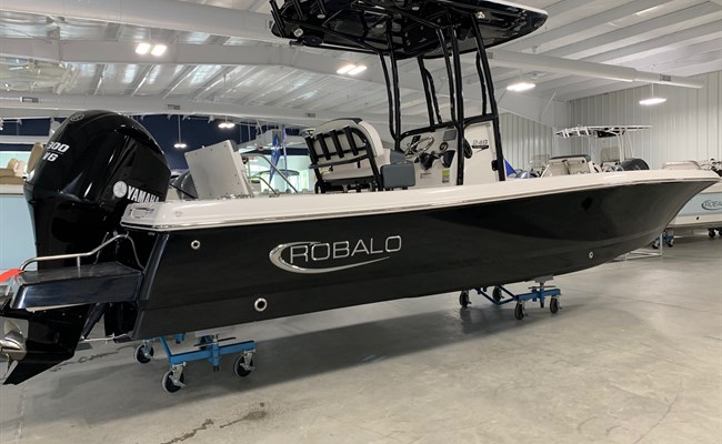 2020 Robalo 246 Cayman Deepwater Black (ON ORDER)