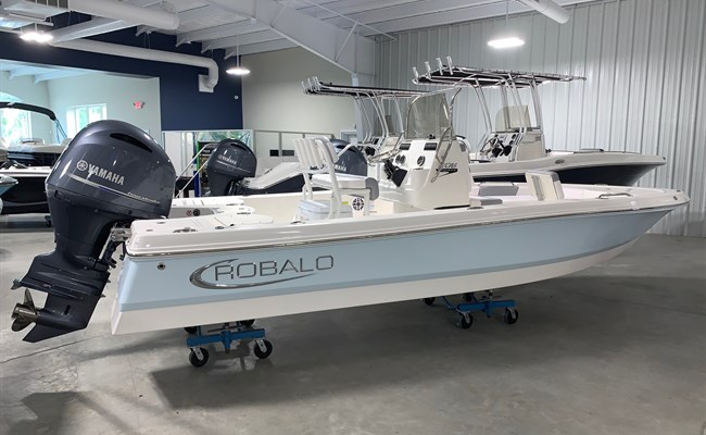 2021 Robalo 206 Cayman Ice Blue/White