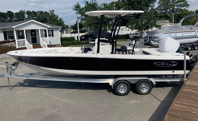 2021 Robalo 246 Cayman Black/White  (CLAYTON)