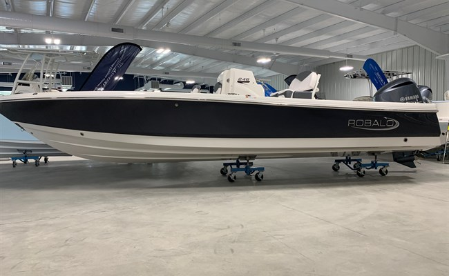 2021 Robalo 246 Cayman- Shark Gray #K0101