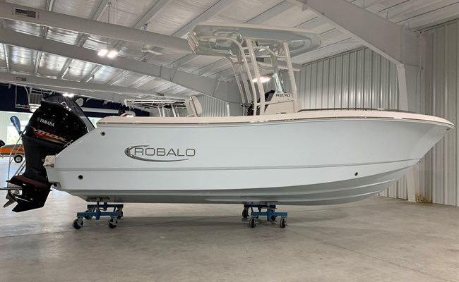 2021 Robalo R230 Ice Blue (ON ORDER)