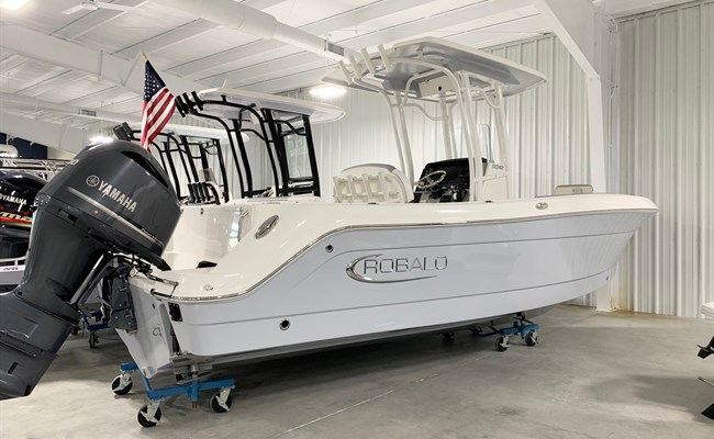 2021 Robalo R242 Alloy Gray
