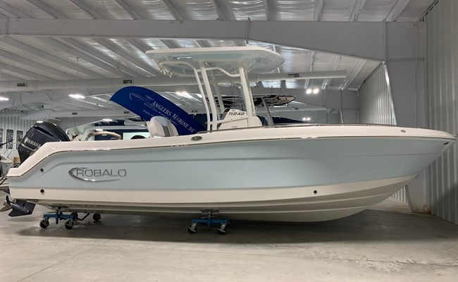2021 Robalo R242 Explorer Ice Blue/White